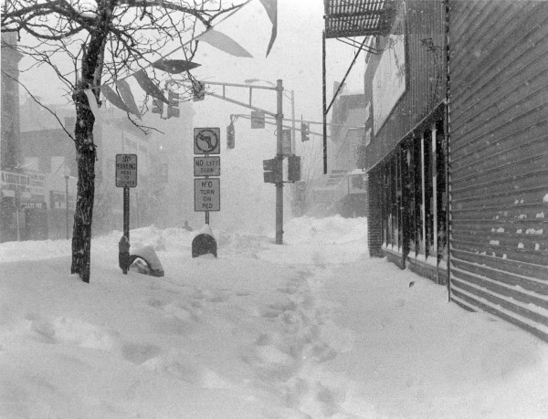 PERTH AMBOY - View of Smith Street during the Blizzard of 1996.                                                 *Photo by Paul W. Wang